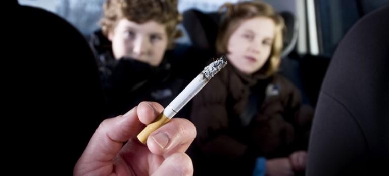 Может курящие родители не догадываются о вреде для здоровья детей?