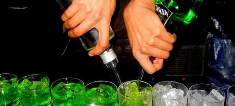 Коктейль из пороков, или почему для многих алкоголь — неотъемлемая часть клубной жизни