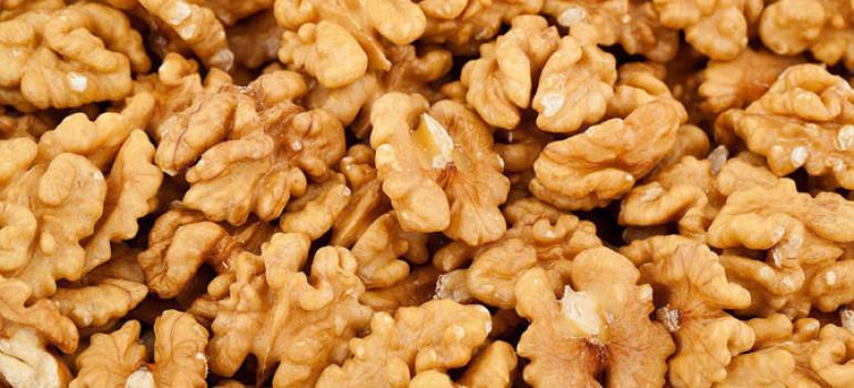 Грецкий орех – соленый, маринованный, жареный, сырой или зеленый… В любом виде принесет Вам пользу и  здоровье!