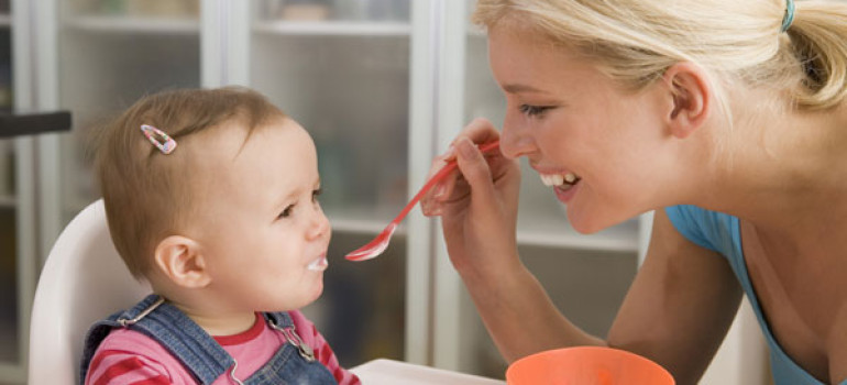 Прикорм молочными смесями детей – польза или вред?