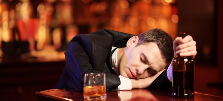 Пивной алкоголизм: лечение народными средствами может обернуться бедой