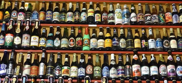 Для борьбы с пьянством населения намерены ограничить продажу спиртного в пластиковых бутылках