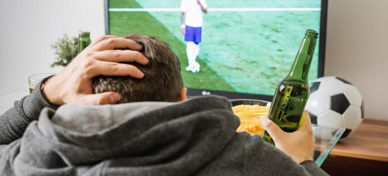 Футбол провоцирует массовую алкоголизацию населения